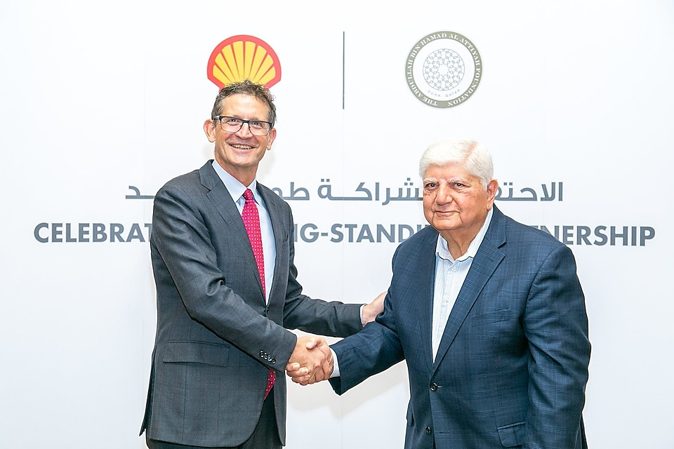 H.E. Ibrahim Ibrahim, Vice-Chairman, the Al-Attiyah Foundation and Andrew Faulkner, Managing Director and Chairman, Qatar Shell, celebrate their partnership.